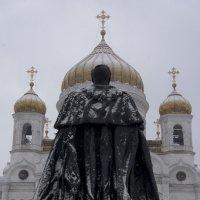 На фоне :: Людмила Синицына