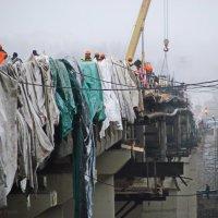 на сроительстве моста :: павел Труханов