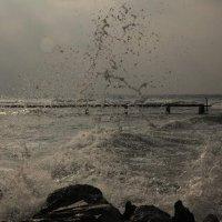 брызги волн об камни :: Alex Romanov