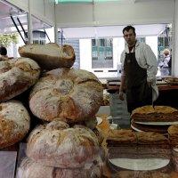 Маленький пекарь, но очень большой хлеб. :: Leonid Volodko