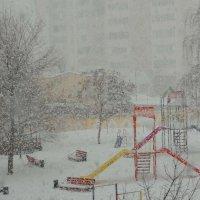 Снег на детской площадке. :: Владимир Уваров