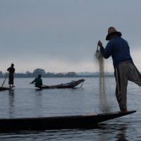 Рыбаки на озере Инле. :: Олег Грачёв