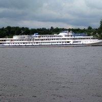 На реке в Плёсе. :: Евгения Тузова