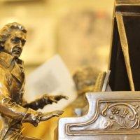 статуэтка в магазине сувениров :: Светлана Амелина