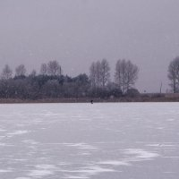 А вдалеке рыбак маячил, пытаясь что-то там поймать... :: Анатолий Клепешнёв