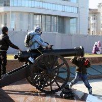 Молодые артиллеристы :: Константин Николаенко