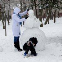Последние штрихи и снеговик готов... :: Тамара (st.tamara)