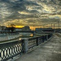 Закат на Яузской наб. :: Константин Сафронов