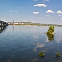 У моста через Волгу.. :: Владимир Сквирский
