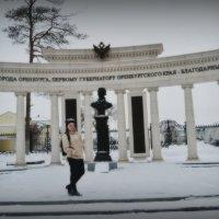 У памятника Неплюеву :: Ирина Бакутина