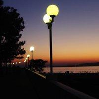 Прогулка по набережной :: Нина Каменева