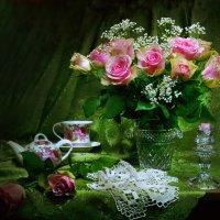 ..С букетом роз, на чашку чая... :: Валентина Колова