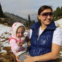 Мы глядим до боли, синими глазами на большие горы, с белыми снегами. :: Anna Gornostayeva