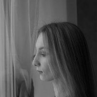 девушка у окна :: Lenar Akhmetzyanov