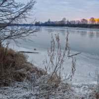 Морозное утро на реке. :: Виктор Евстратов