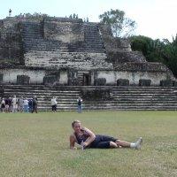 Короткий отдых перед штурмом пирамиды. :: Владимир Смольников