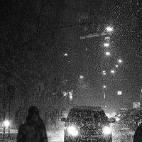 улица Красина, вечер, снегопад :: Максим Должанский