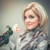 Портрет с розой :: Михаил Кучеров