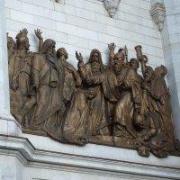 Горельеф на Западном  фасаде Храма Христа Спасителя :: Galina Leskova