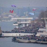 С флагом Севастополя :: Игорь Кузьмин