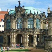 Dresden-Цвингер - шедевр дворцового барокко, расположенный в старой части Дрездена, является крупней :: Galina Dzubina