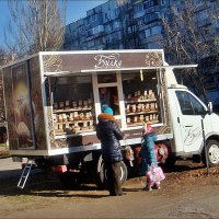 Хлебная лавка на  колёсах :: Нина Корешкова