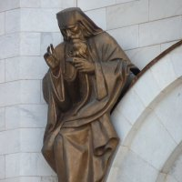 горельеф над правым окном западного фасада храма Христа Спасителя в Москве. :: Galina Leskova