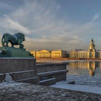 Сторожевой лев с Адмиралтейской набережной :: Valeriy Piterskiy