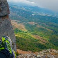 Мои ноги над Алуштой. :: Солнечная Лисичка =Дашка Скугарева