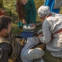 Перевязка раненного :: Александр