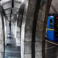 В метро :: Shoni Karabin