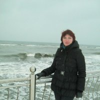 Моя дочь зимой на Балтийскоя море :: Наталья Новицкая