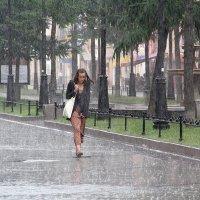 Одинокая под дождем :: Владимир Трошков
