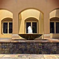 Dvorik v zhivopisnom meste Dubai - Meadows :: Alex Okhotnikov