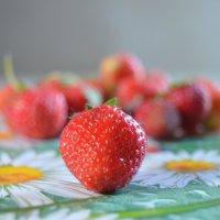 Вкусна и полезна клубника летом :: Алина *