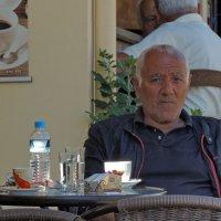 Чашка грек-кафе в кофейне на рынке :: Алексей Меринов