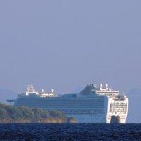 Небоскрёб в проливе Корфу :: Алексей Меринов