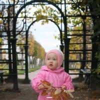 Прогулка в верхнем парке :: Ольчик Исаева