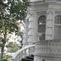 Дом в саду :: Алёна Савина