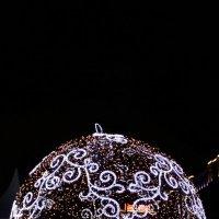 Новогодний шарик :: Лариса Корженевская