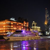 Рождество приходит(и приплывает) в город :: Олег Лукьянов