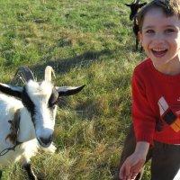мальчик и коза :: Сергей Дихтенко