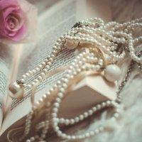 Розы, бусы, книга :: Анна Нестерова