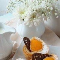 Пирожное с персиком и миндальным кремом :: Наталья Майорова