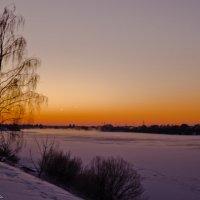 Зимний вечер на Волге. :: Виктор Евстратов