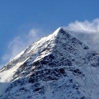 Ледяной ветер сдувает снег с вершин гор. :: Олег Петрушин