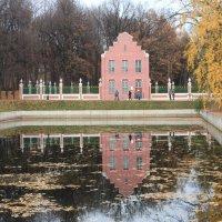 Голландский домик и его отражение в пруду :: Александра