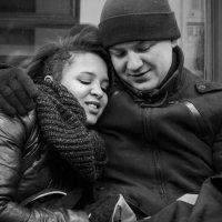 Люди в метро. Двое. :: Алексей Окунеев