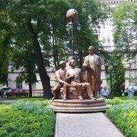 """Памятник  """"Русской  Троице""""  в  Ивано - Франковске :: Андрей  Васильевич Коляскин"""