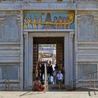 Индия. Храм Шивы в Мурдешваре. Ворота в гопураме :: Владимир Шибинский